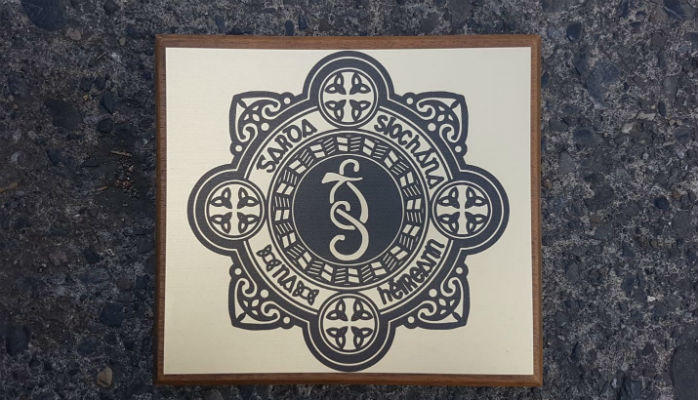 Hardwood Base varnished and beveled printed on gold laminate Plaque