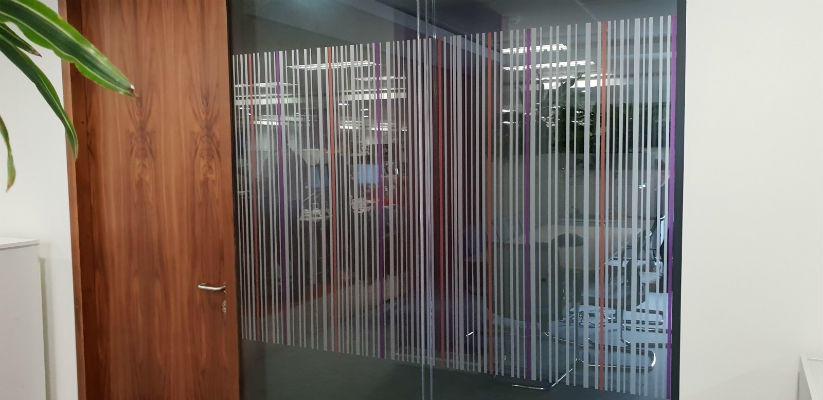 Manifestations on glass