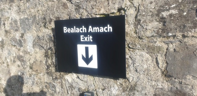 Bilingual Exit Signs at the Battle Of The Boyne site